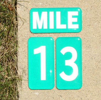 Permanently mark trails and bike paths with numbers, distance and direction with das Trail & Path Markers